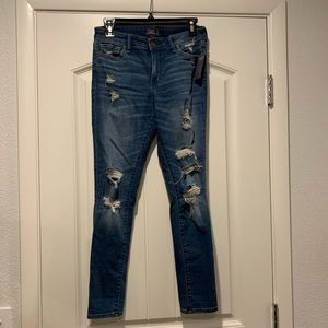 BRAND NEW W TAGS DISTRESSED SKINNY JEANS